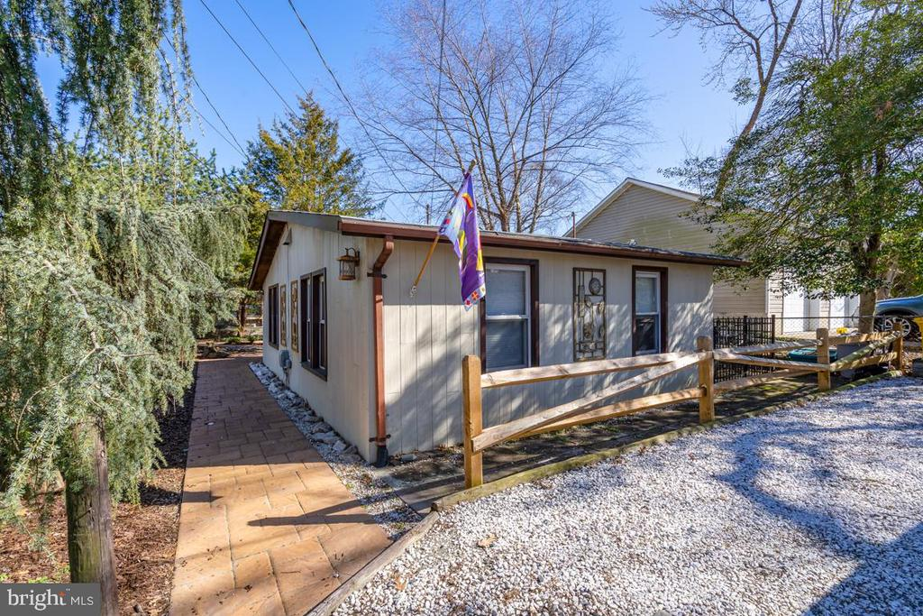 Cottage for home office, in-law or guest cottage - 4921 E CHALK POINT RD, WEST RIVER