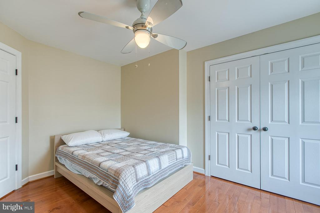 Second bedroom on top floor - 43976 BRUCETON MILLS CIR, ASHBURN