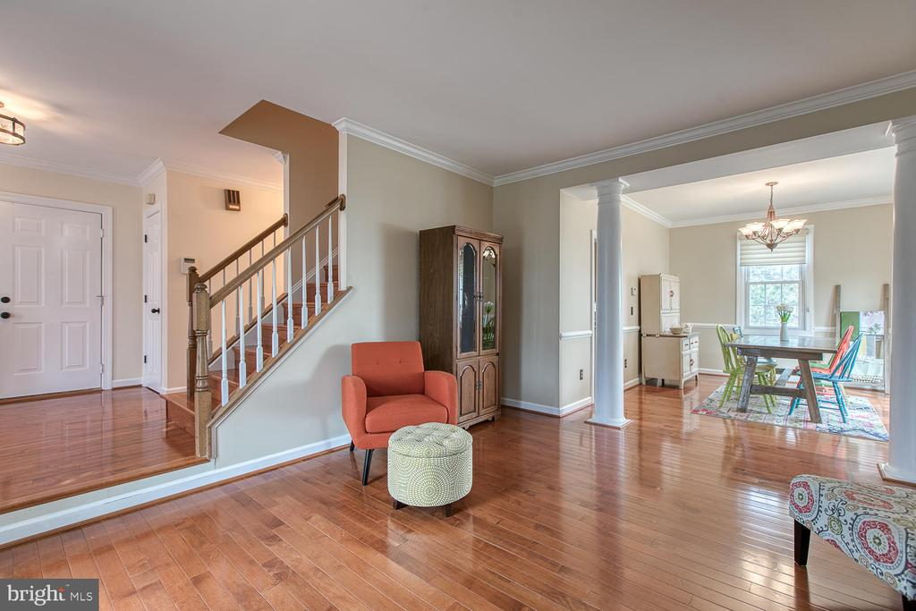Sitting room that  leads into the dining room - 43976 BRUCETON MILLS CIR, ASHBURN