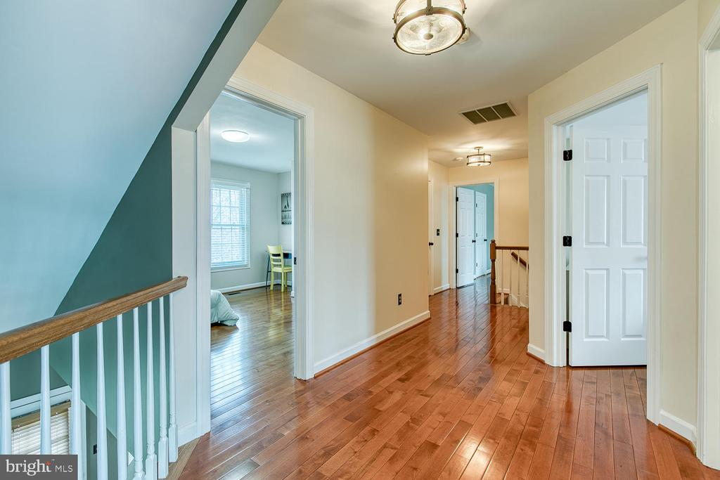 Top-level hallway - 43976 BRUCETON MILLS CIR, ASHBURN