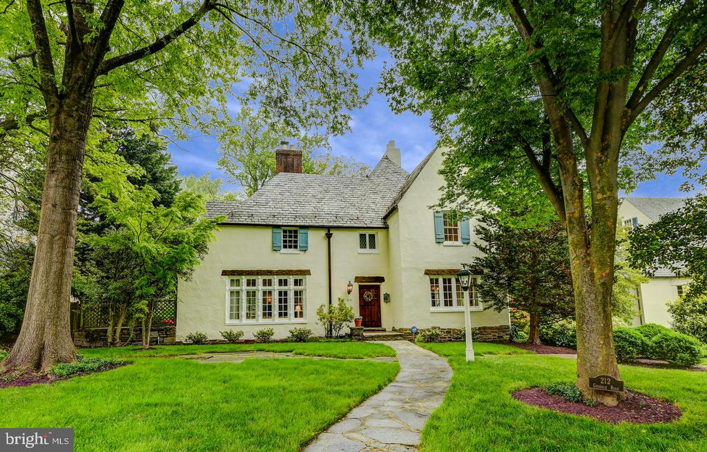 European inspired home with many updates - 212 GOODALE RD, BALTIMORE