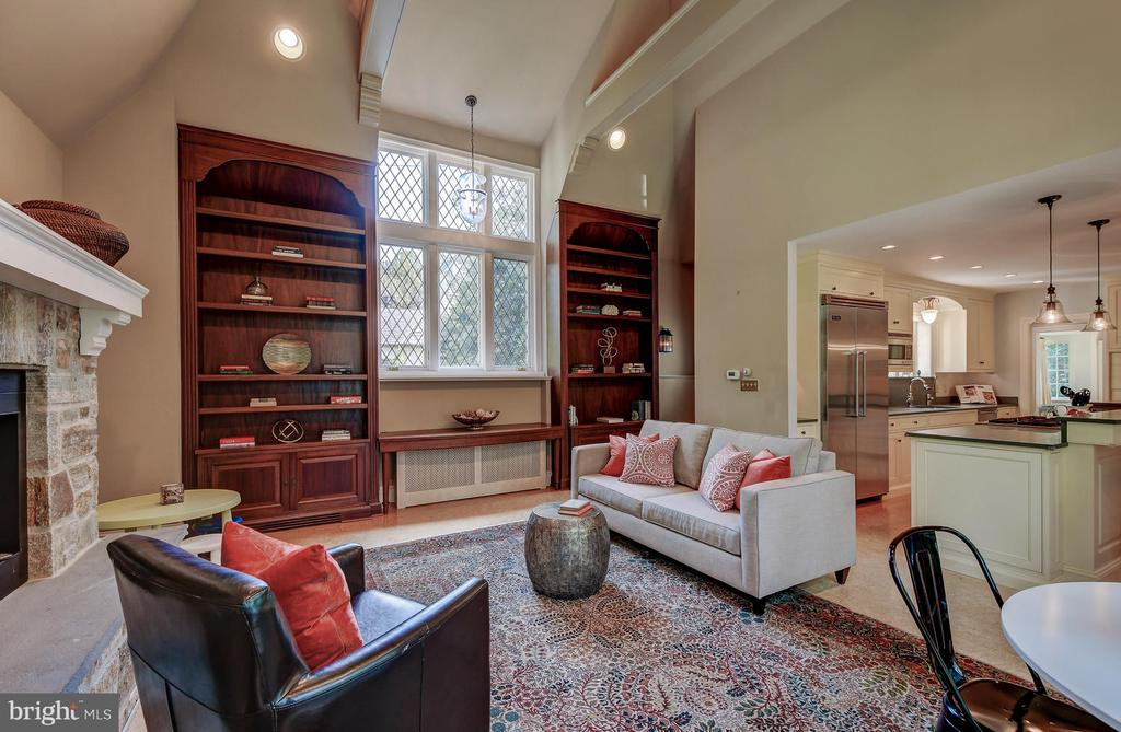 Souring ceiling with custom built ins - 212 GOODALE RD, BALTIMORE