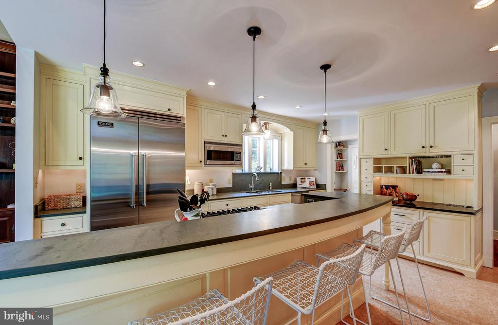 Custom designed cabinets & counters - 212 GOODALE RD, BALTIMORE