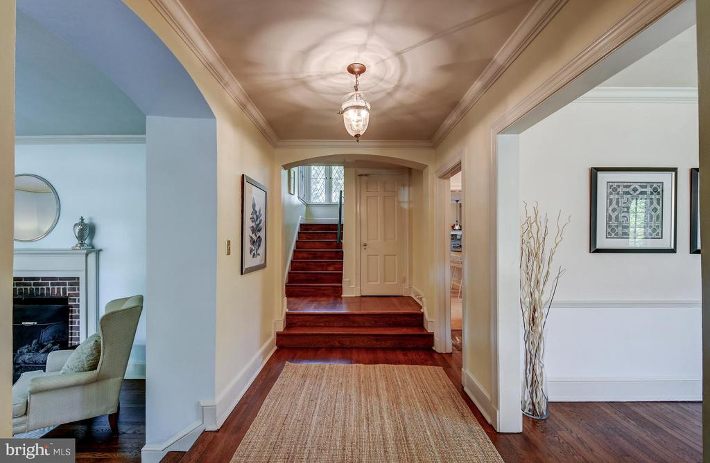 Gracious Foyer with beautiful sight lines - 212 GOODALE RD, BALTIMORE