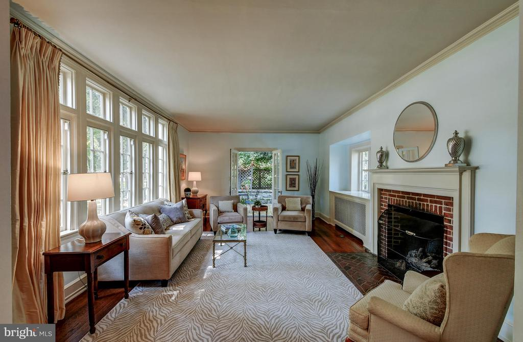 Living room with great light and gas fireplace - 212 GOODALE RD, BALTIMORE