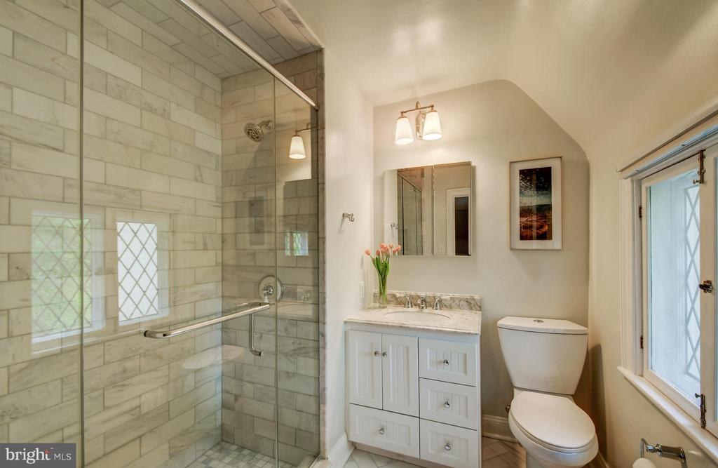 Newly renovated marble master bathroom - 212 GOODALE RD, BALTIMORE