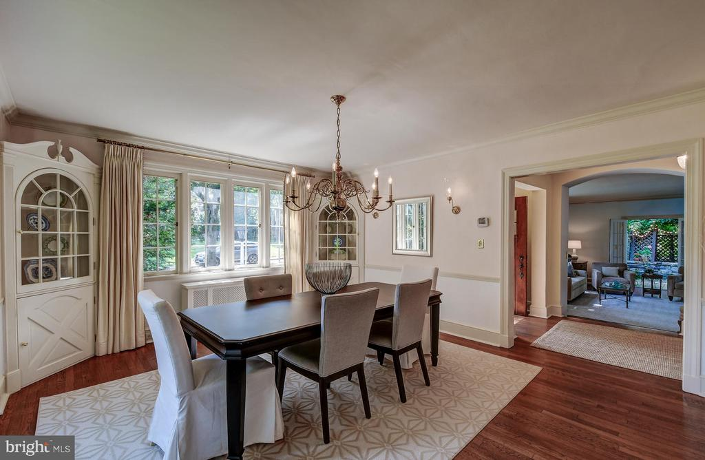 Large dining room with corner cabinets - 212 GOODALE RD, BALTIMORE
