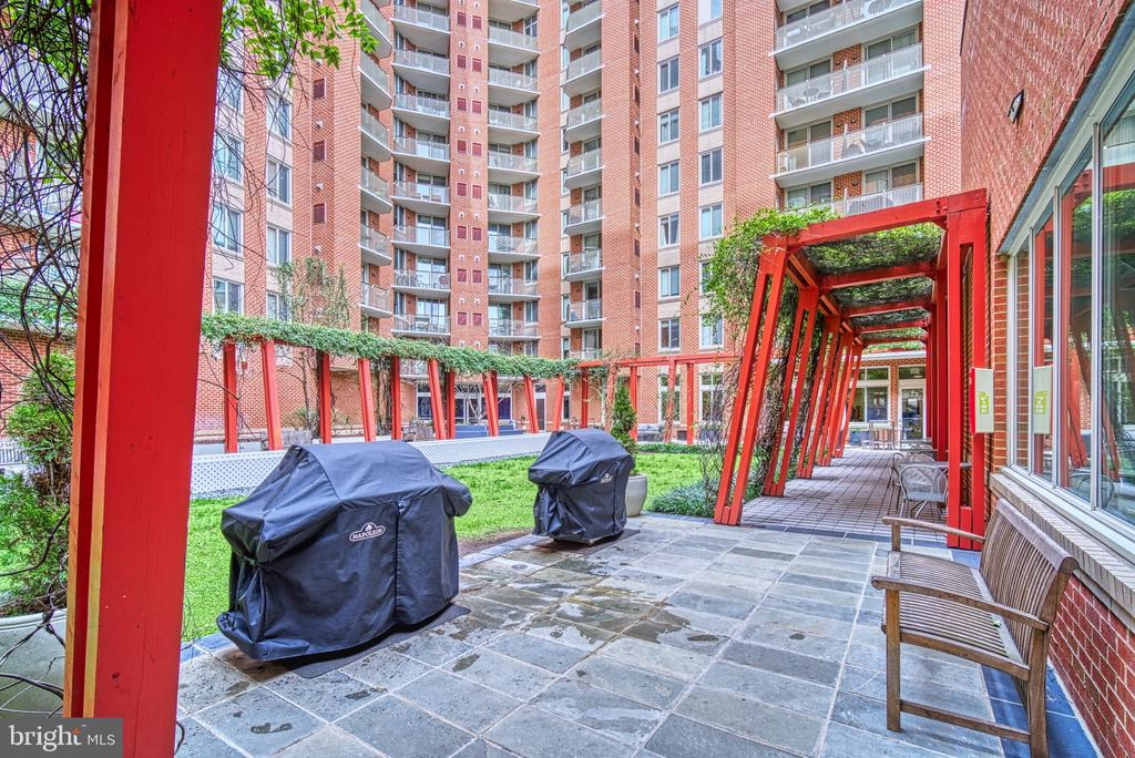 Outdoor Patio BBQ Area - 1000 NEW JERSEY AVE SE #606, WASHINGTON