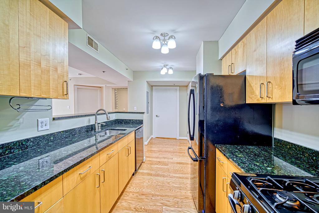 Kitchen - 1000 NEW JERSEY AVE SE #606, WASHINGTON