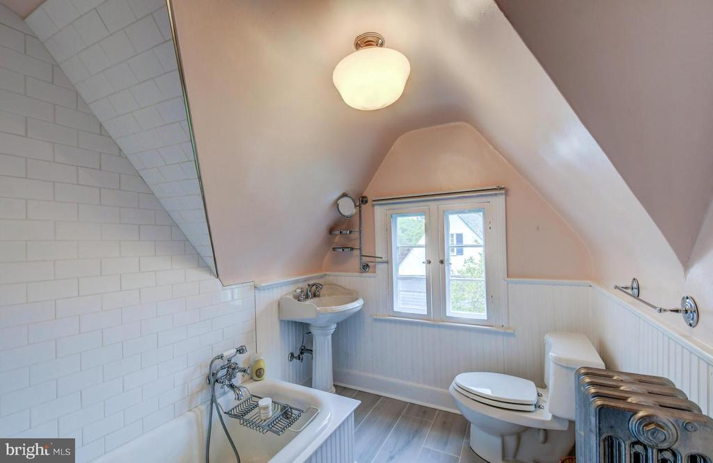 Newly renovated 3rd full bath on upper level 2 - 212 GOODALE RD, BALTIMORE