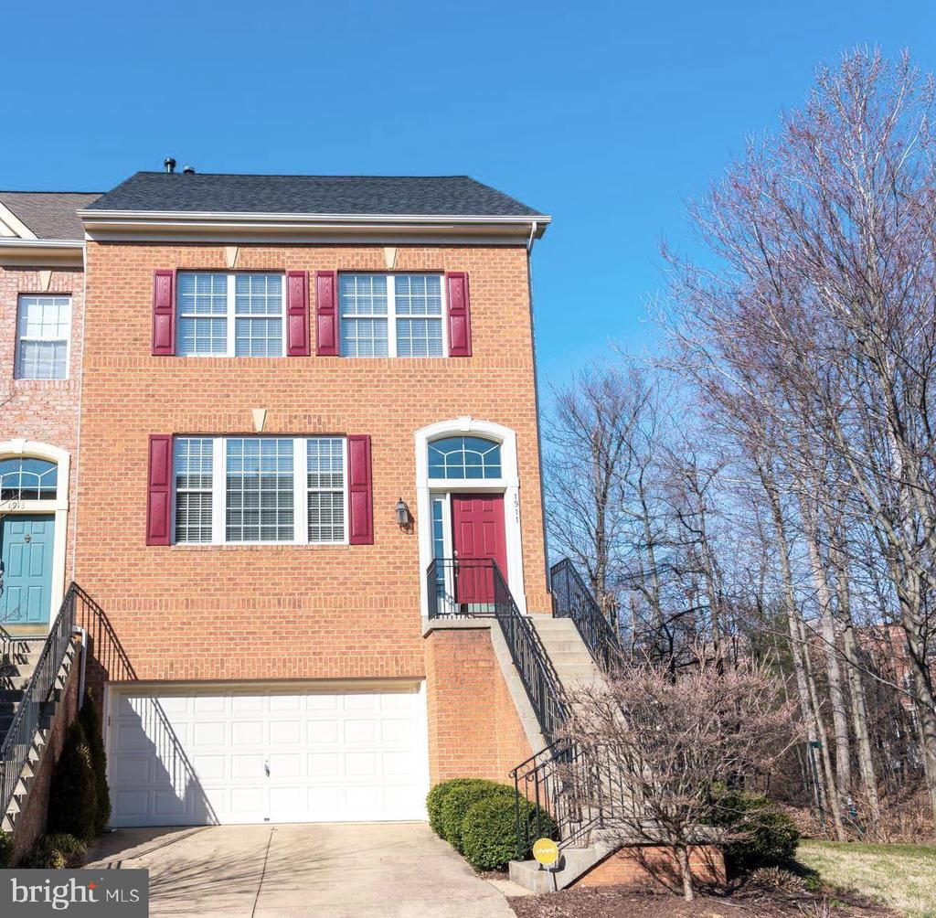 Welcome to 1911 Logan Manor Dr - 1911 LOGAN MANOR DR, RESTON