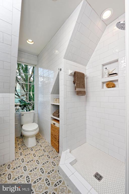 Master bath w large, eastern window - 1015 D ST NE #1, WASHINGTON