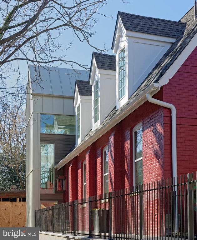 Contemporary addition at the rear (house #2) - 1015 D ST NE #1, WASHINGTON