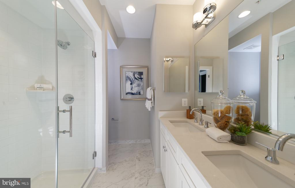 Master Bath - Model Home Pictures - 14604 LAKESTONE DR, CHANTILLY