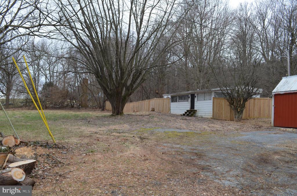 gravel drive in front of 2 car garage - 5420 BURKITTSVILLE RD, JEFFERSON