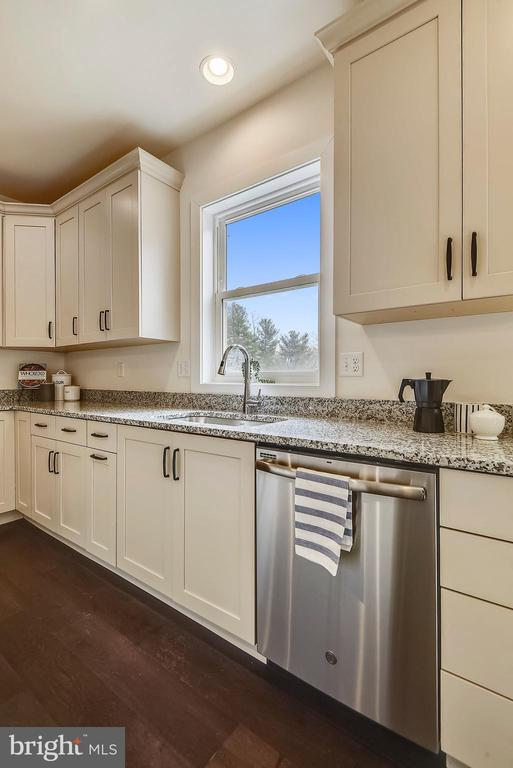 Stainless appliances and a deep stainless sink. - 18609 STRAWBERRY KNOLL RD, GAITHERSBURG
