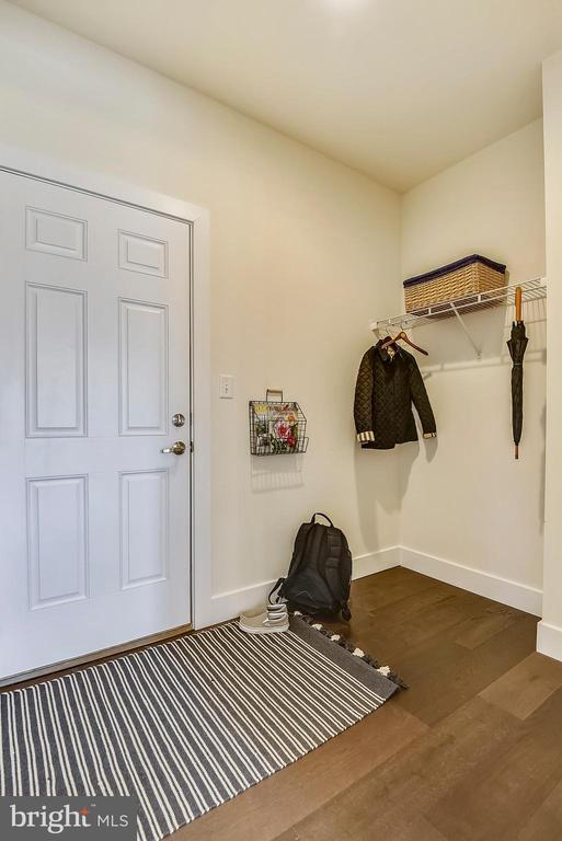 Large mudroom collects the clutter of daily life. - 18609 STRAWBERRY KNOLL RD, GAITHERSBURG
