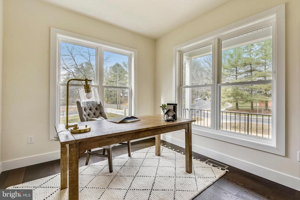 Your corner office! - 18609 STRAWBERRY KNOLL RD, GAITHERSBURG