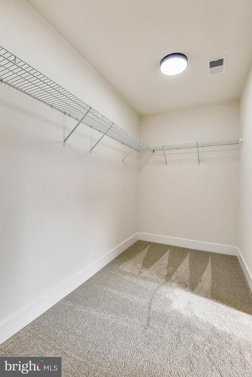 Huge walk-in closet ready to customize. - 18609 STRAWBERRY KNOLL RD, GAITHERSBURG
