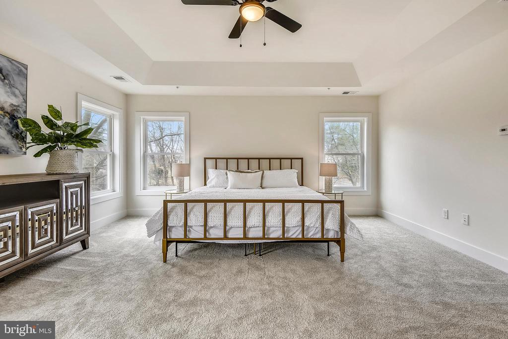Beautiful natural light. - 18609 STRAWBERRY KNOLL RD, GAITHERSBURG