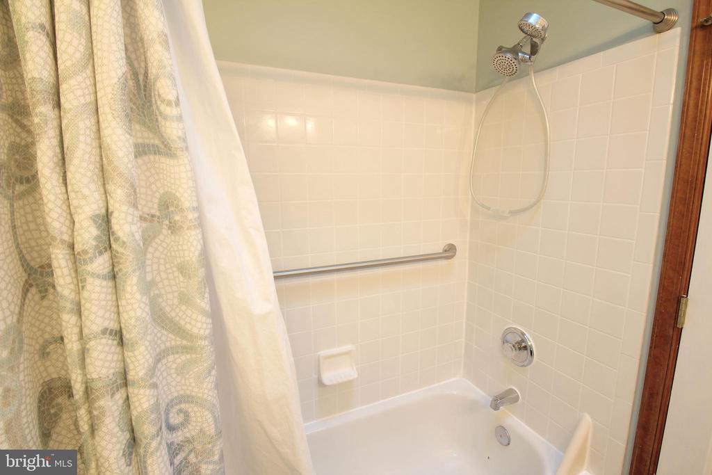 Master  Bathroom - 117 GREEN ST, LOCUST GROVE