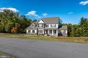 Sitting on a 28 Acre Lot! - 41532 BLAISE HAMLET LN, LEESBURG