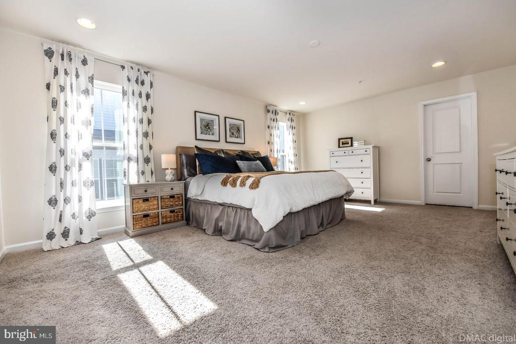 Master bedroom. - 6854 E SHAVANO RD, NEW MARKET