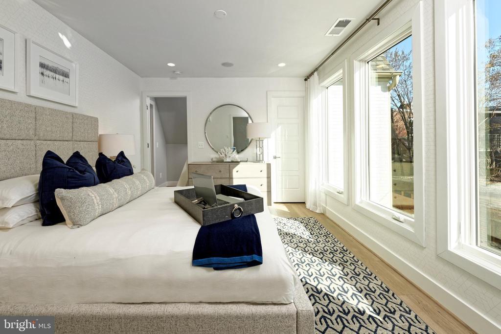 Master bedroom w wall of glass - 1015 D ST NE #B, WASHINGTON