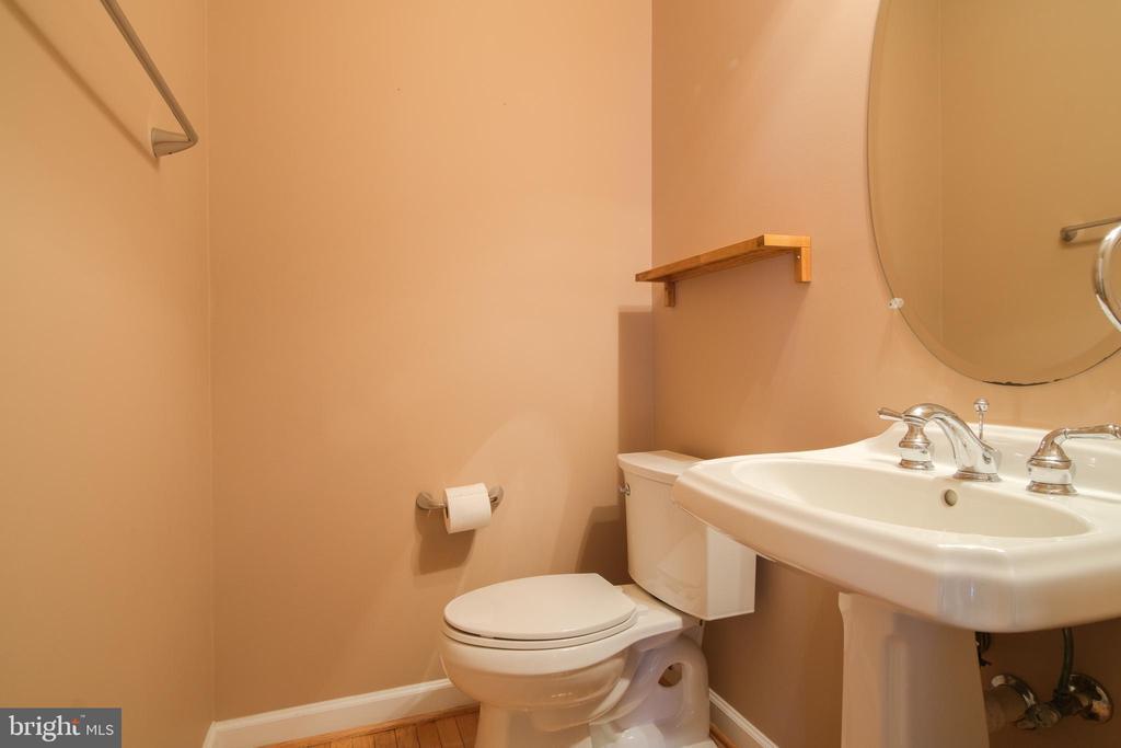 Powder room on first floor - 13299 SCOTCH RUN CT, CENTREVILLE
