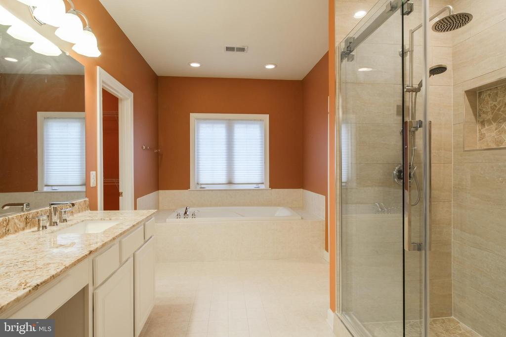Master bath with separate tub and shower - 13299 SCOTCH RUN CT, CENTREVILLE