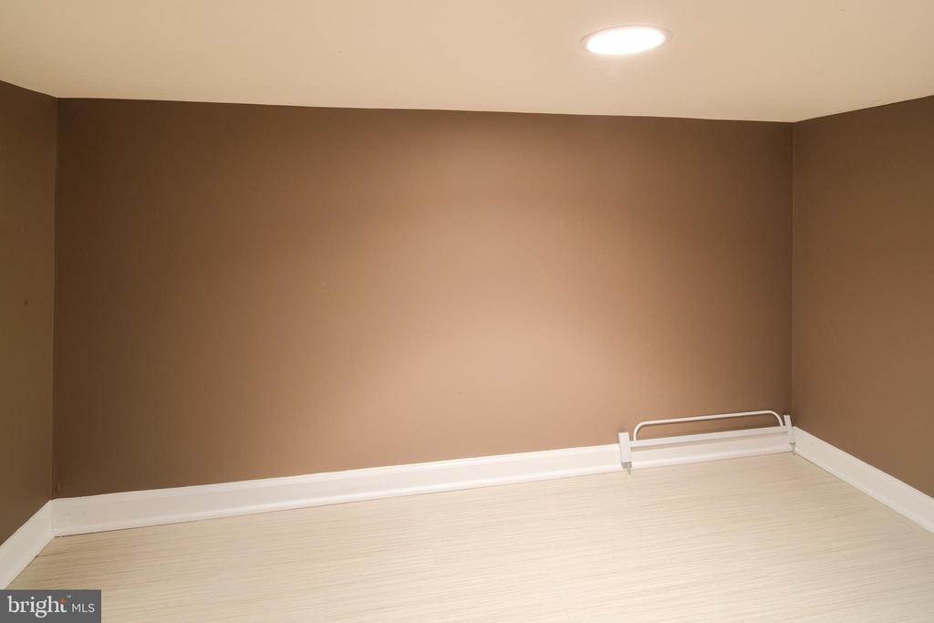 Extra storage in basement - 13299 SCOTCH RUN CT, CENTREVILLE
