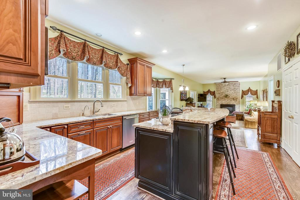 Gourmet kitchen with granite counters - 12400 FAIRFAX STATION RD, CLIFTON