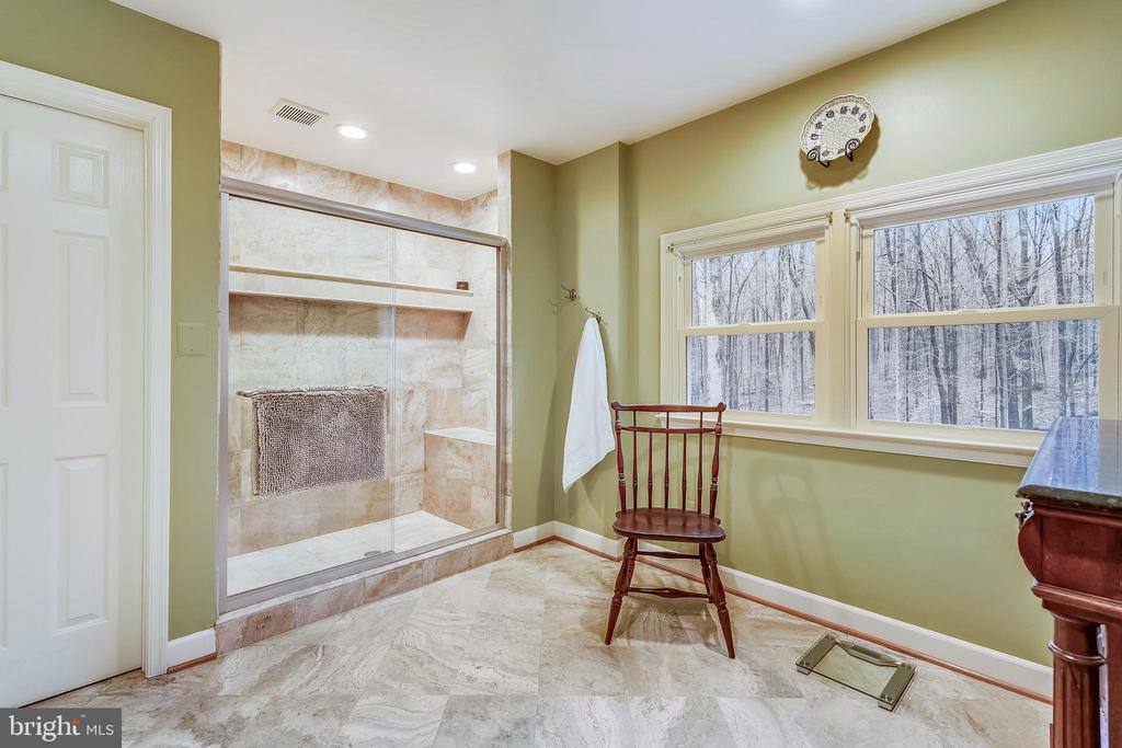 Oversized shower in the master with a bench seat - 12400 FAIRFAX STATION RD, CLIFTON