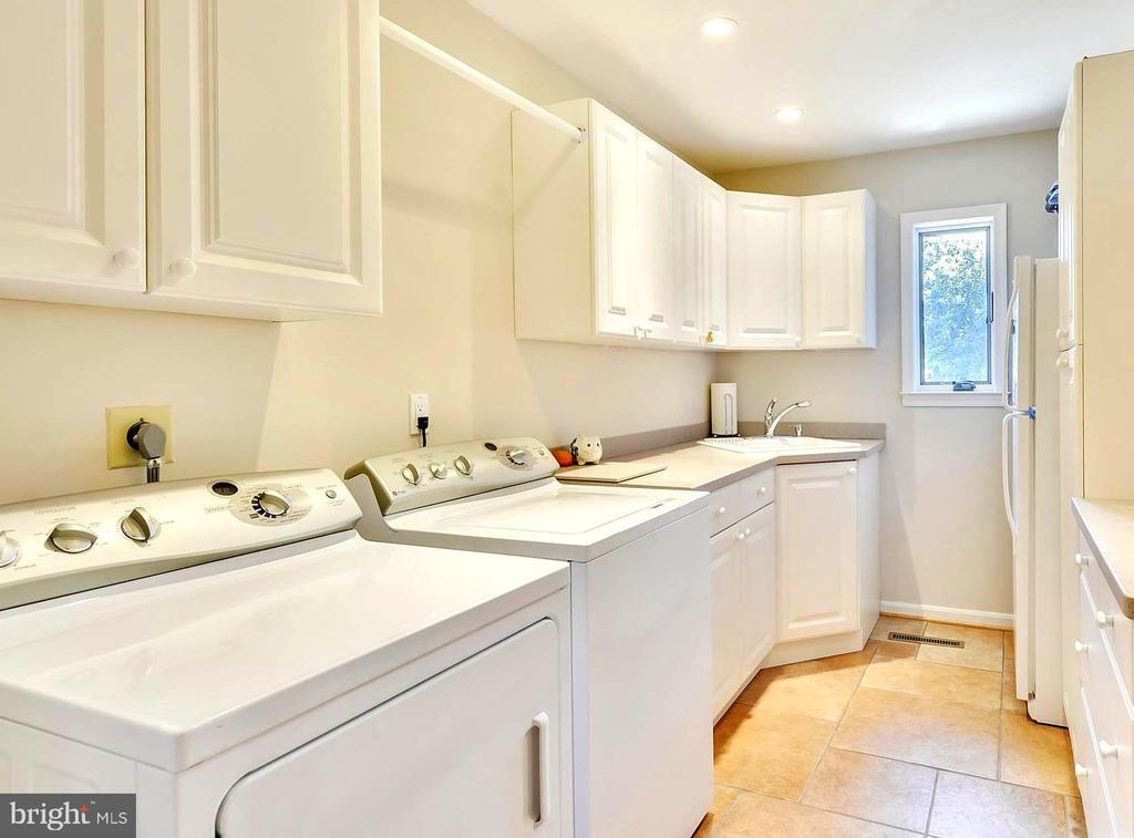 Main Level Laundry . Utility Sink & Storage - 1584 LANCASTER GRN, ANNAPOLIS