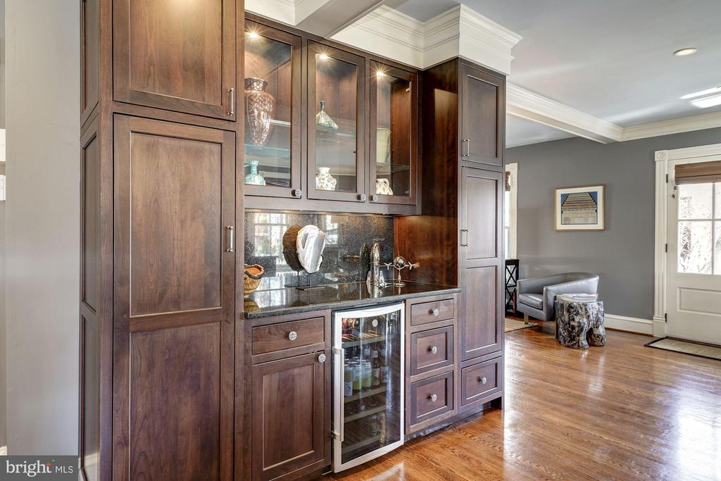 Custom Built ins - 900 PARK AVE, FALLS CHURCH