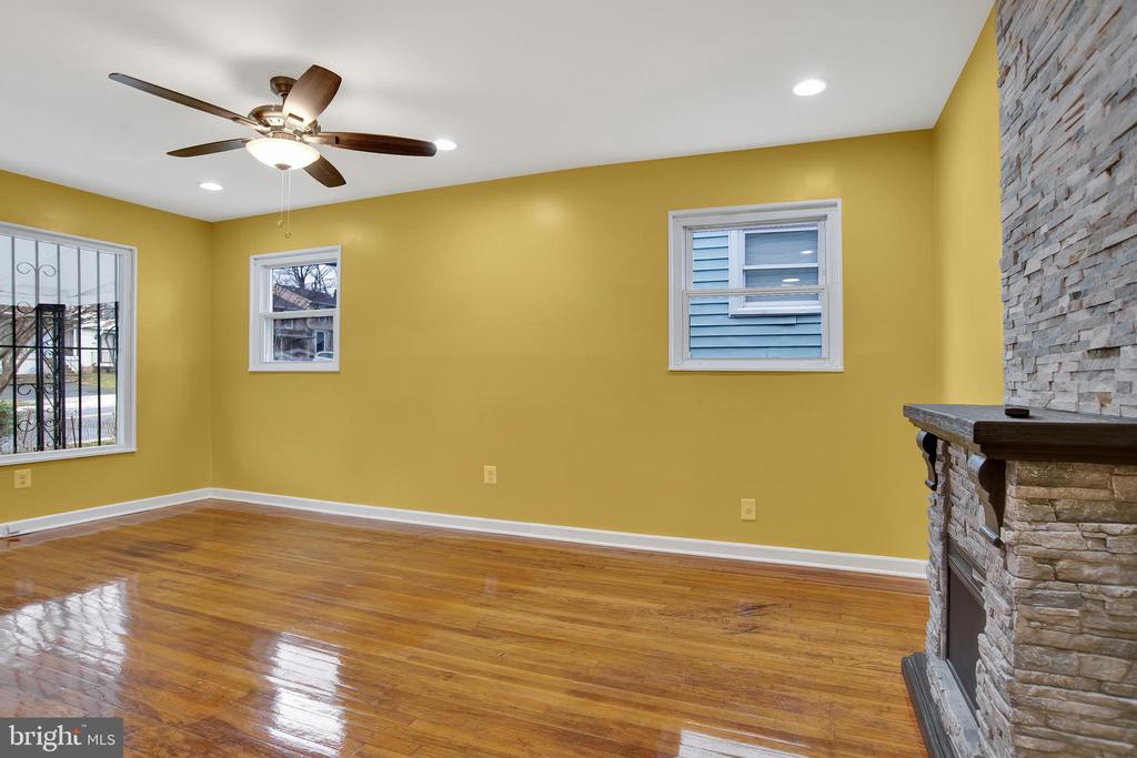 Living room-dining room combo, if its needed - 6601 SEAT PLEASANT DR, CAPITOL HEIGHTS