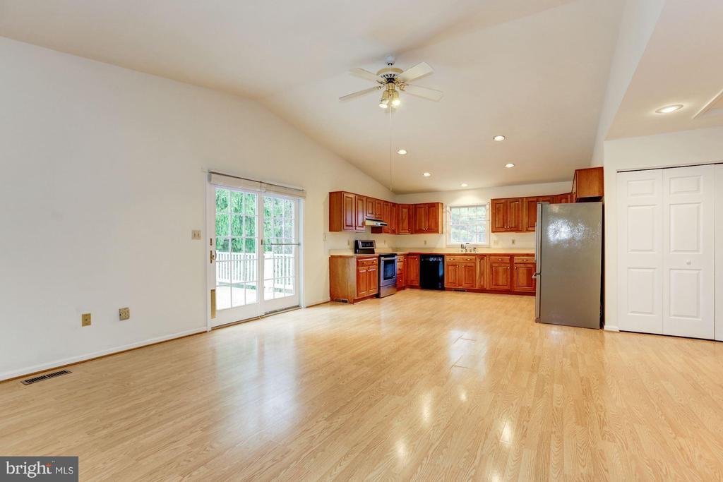 Great open floor plan - 12901 JESSE SMITH RD, MOUNT AIRY