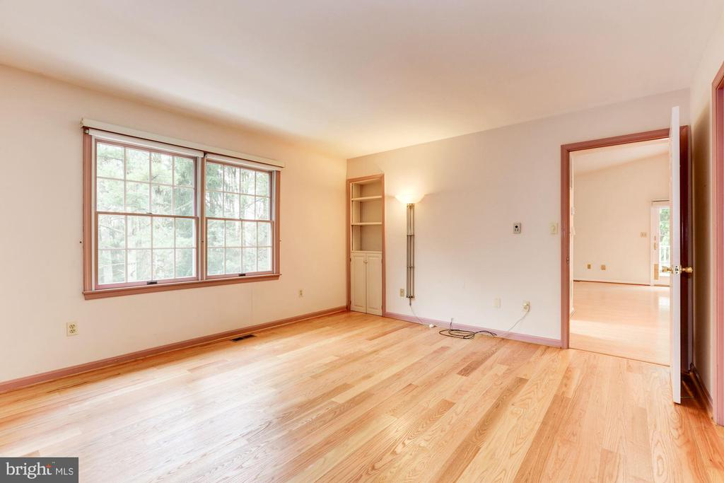 Bedroom #1 with built-ins - 12901 JESSE SMITH RD, MOUNT AIRY