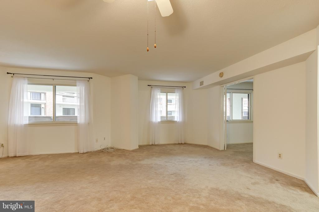 Great Living Space! - 1951 SAGEWOOD LN #203, RESTON