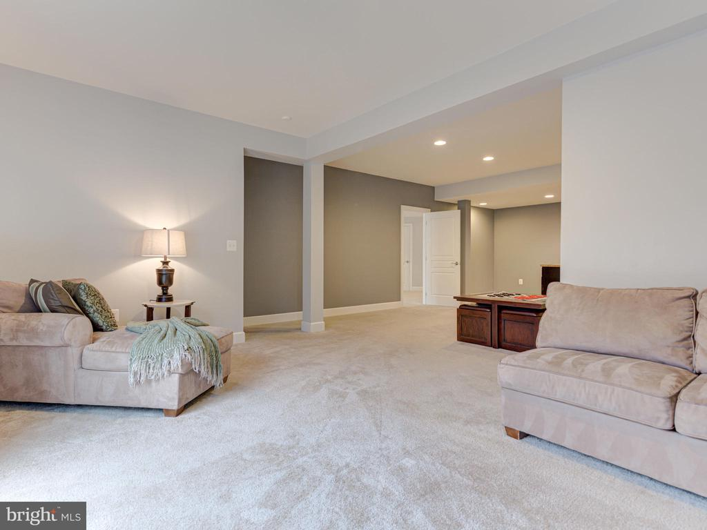 Separate Living/Dining Area in Private Suite - 41532 BLAISE HAMLET LN, LEESBURG
