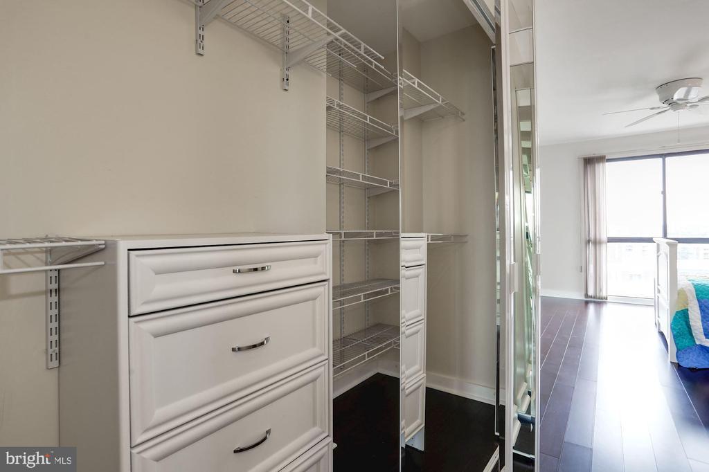 Custom closet system - 250 S REYNOLDS ST #1307, ALEXANDRIA