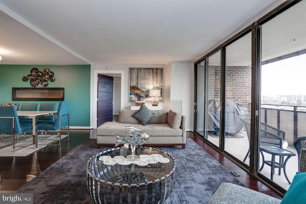 Living area - 250 S REYNOLDS ST #1307, ALEXANDRIA