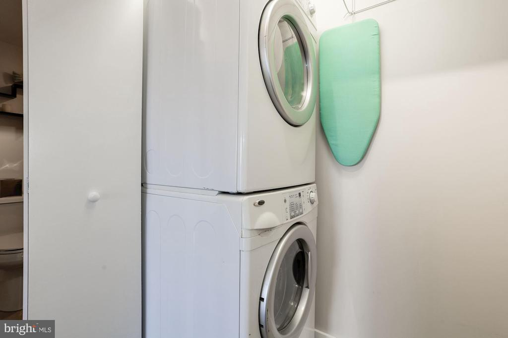 Separate laundry closet - 250 S REYNOLDS ST #1307, ALEXANDRIA
