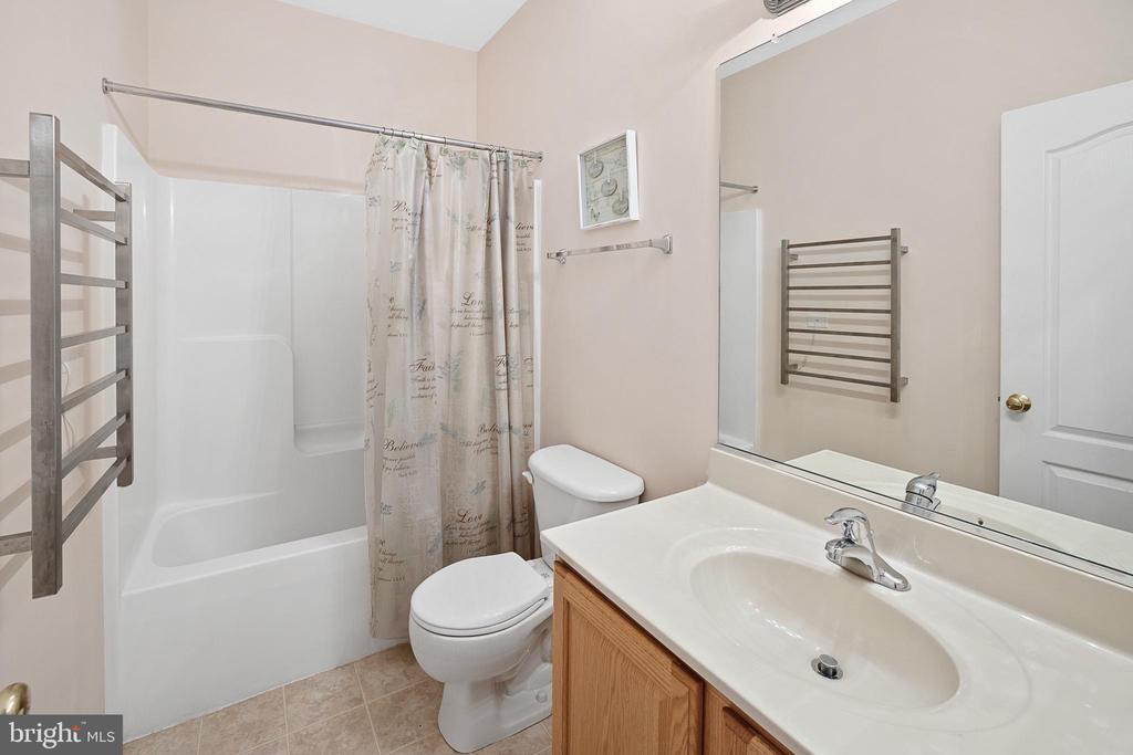 BATHROOM #2 NOTICE THE TOWEL WARMER - 9630 SOUTHLAKE DR, SPOTSYLVANIA