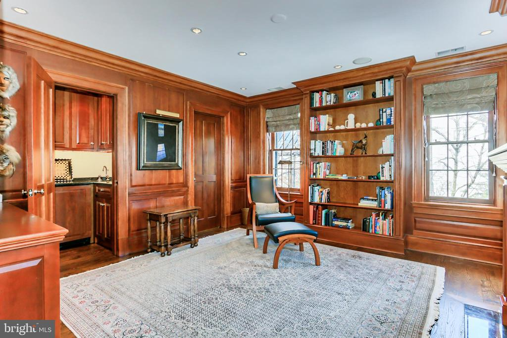 Panelled Library with Wet Bar - 1400 34TH ST NW, WASHINGTON
