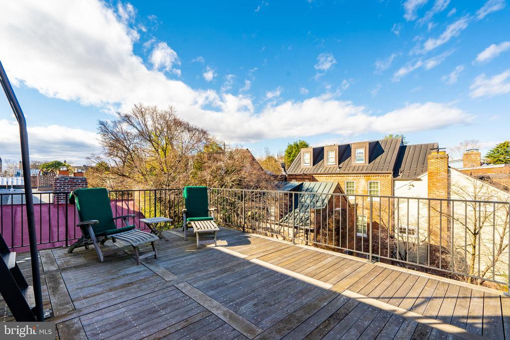 Private Owner's Terrace with Sound System - 1400 34TH ST NW, WASHINGTON