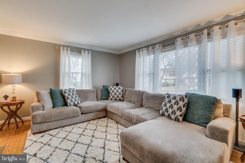 Formal Living Room: Multiple Windows - 15805 DICKERSON PL, DUMFRIES