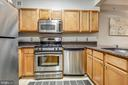 Kitchen - 7111 WOODMONT AVE #412, BETHESDA