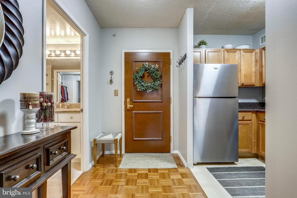 Foyer - 7111 WOODMONT AVE #412, BETHESDA