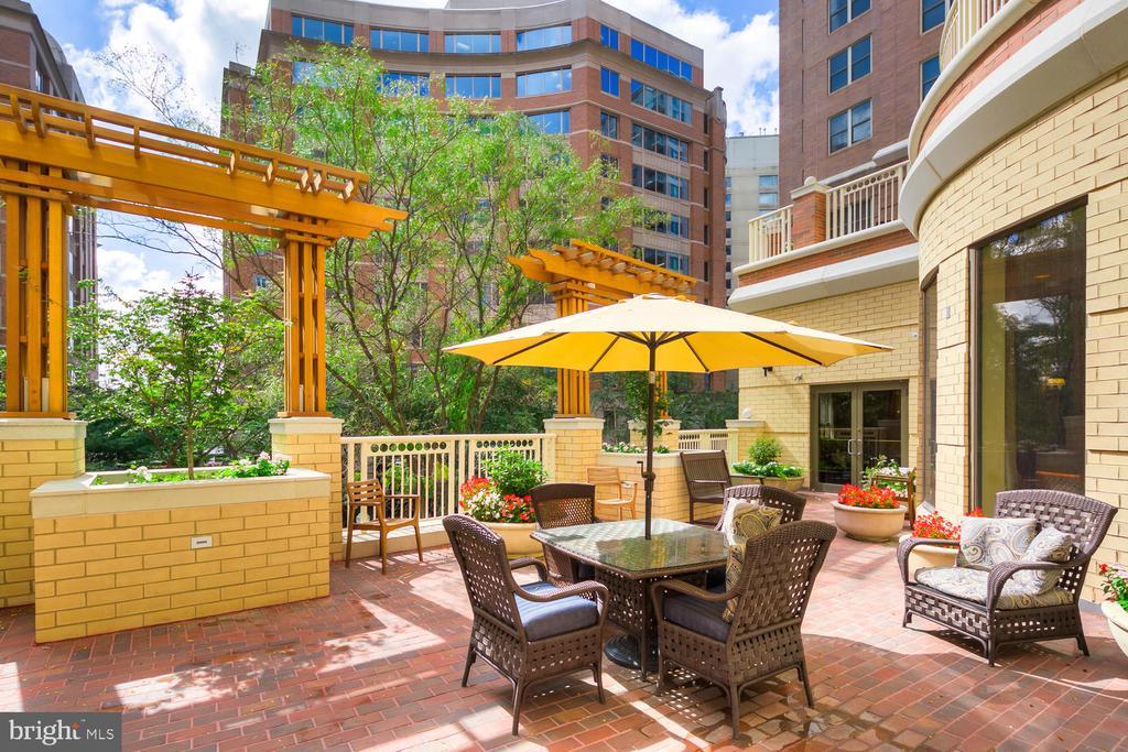 Community Outdoor Terrace - 900 N TAYLOR ST #2025, ARLINGTON